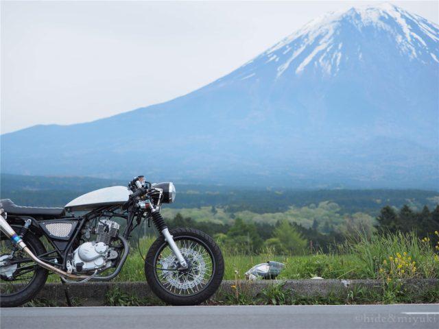 富士山とGN125