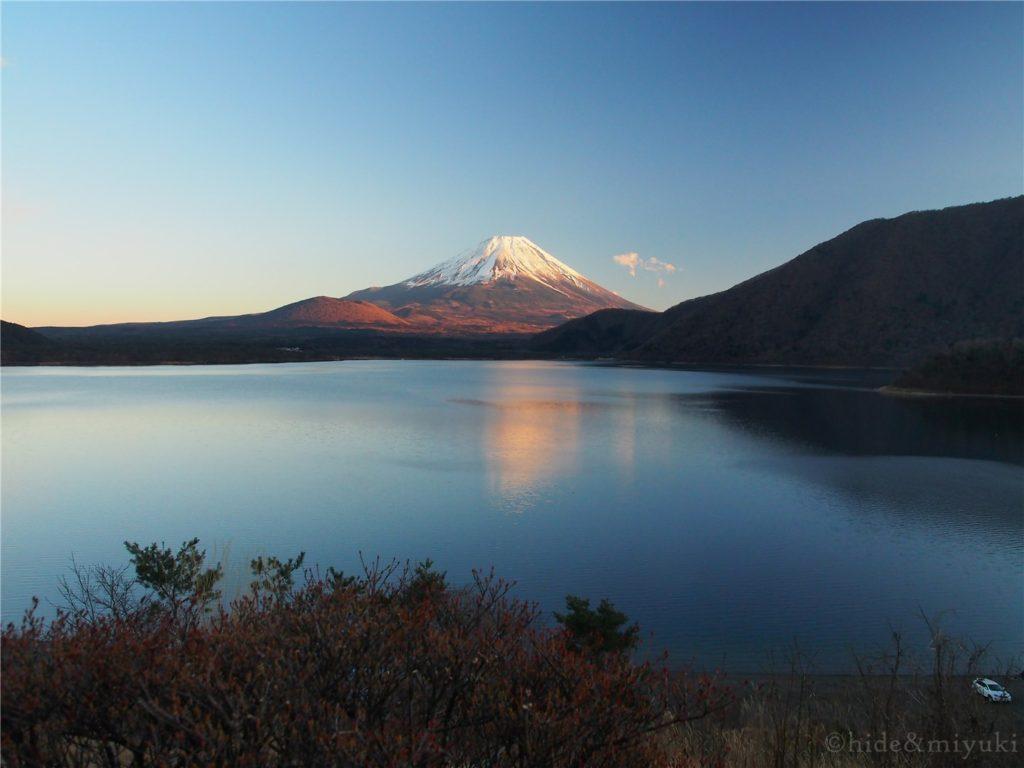 本栖湖越しの富士山1