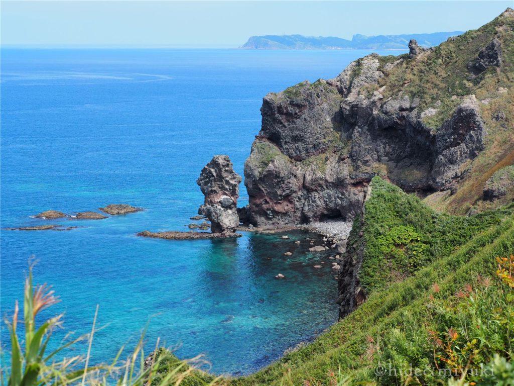 神威岬の周辺の海の色がすごい美しい...