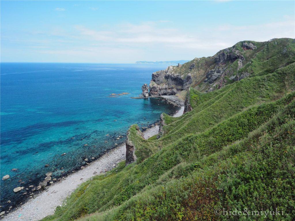 神威岬の左右の景色。どちらも海が綺麗です。