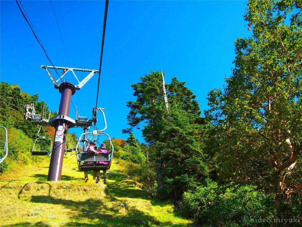 横手山リフトに乗ります。